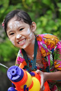 Phuket E Magazine Songkran Splash Festival 3 200x300 Скоро снова новый год! Расписание выходных