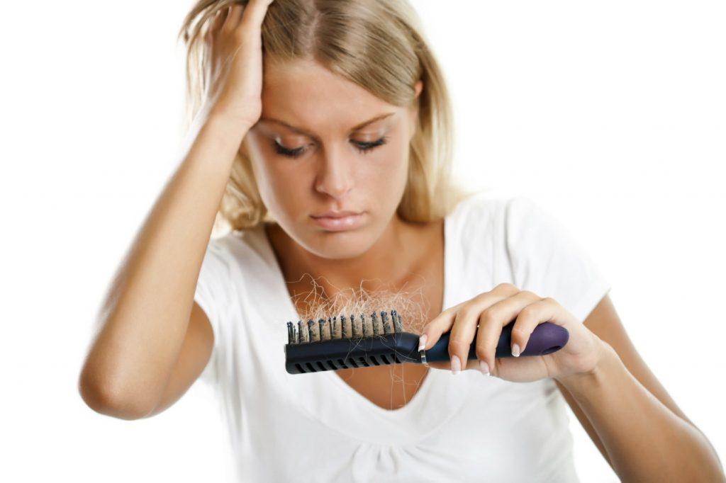 Начали выпадать волосы что делать девушке