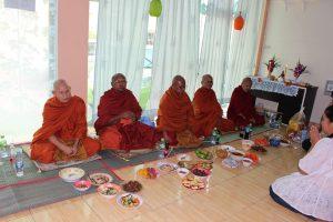 Наш магазин благословили тайские монахи!