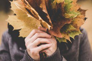 Как правильно ухаживать за кожей рук осенью