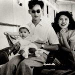 Король Таиланда Пхумипон Адульядет с женой и ребенком