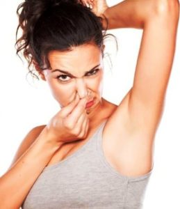 неприятный запах от тела женщины причины